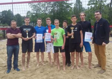 Zagrali w siatkówkę na piasku