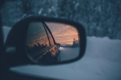 Odśnież samochód, wymień opony - zima na drogach
