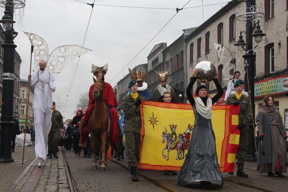 Orszak Trzech Króli przeszedł ulicą Katowicką