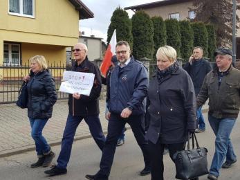 Tłum mieszkańców protestował przeciw wycince na Górze Hugona