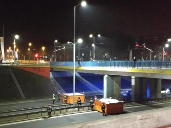 Mężczyzna chciał skoczyć z wiaduktu nad DTŚ. Akcja policji zakończyła się sukcesem