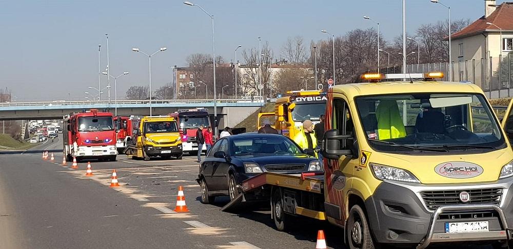 Na DTŚ doszło do kolizji 8 samochodów. Występują duże utrudnienia w ruchu