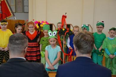 Dzieci z Przedszkola nr 4 wystąpiły w wiosennym przedstawieniu w Urzędzie Miasta