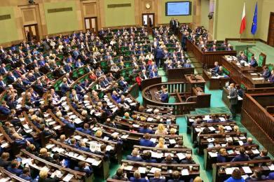 Sejm uchwalił prezydencką ustawę frankową. Projekt został okrojony przez PiS