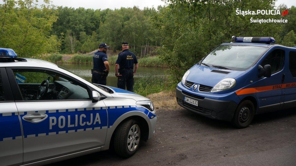 Policjanci i strażnicy miejscy sprawdzają akweny wodne na terenie Świętochłowic