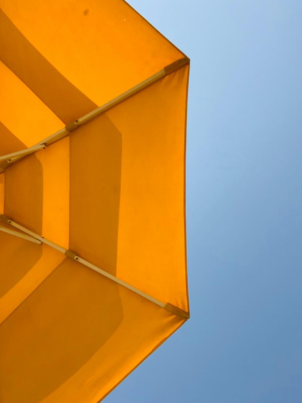 Markizy balkonowe - dlaczego warto po nie sięgnąć i jak wybrać firmę, która je sprzeda?