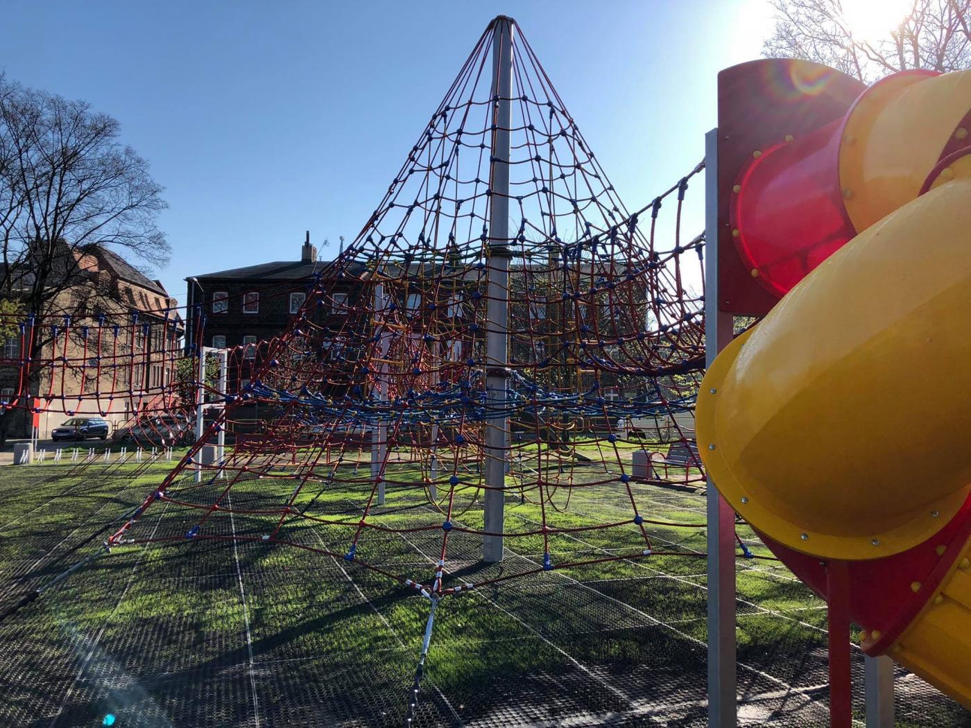 Zmodernizowany plac zabaw przy ul. Kościelnej
