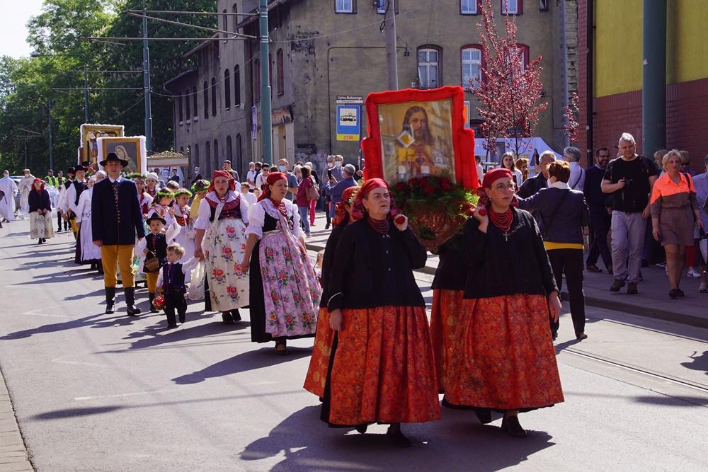 Świętochłowice: Tradycyjna procesja Bożego Ciała przeszła ulicami Lipin [ZDJĘCIA]