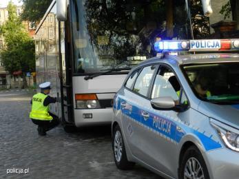 Drogówka przypomina o obowiązujących zasadach wakacyjnych kontroli autokarów