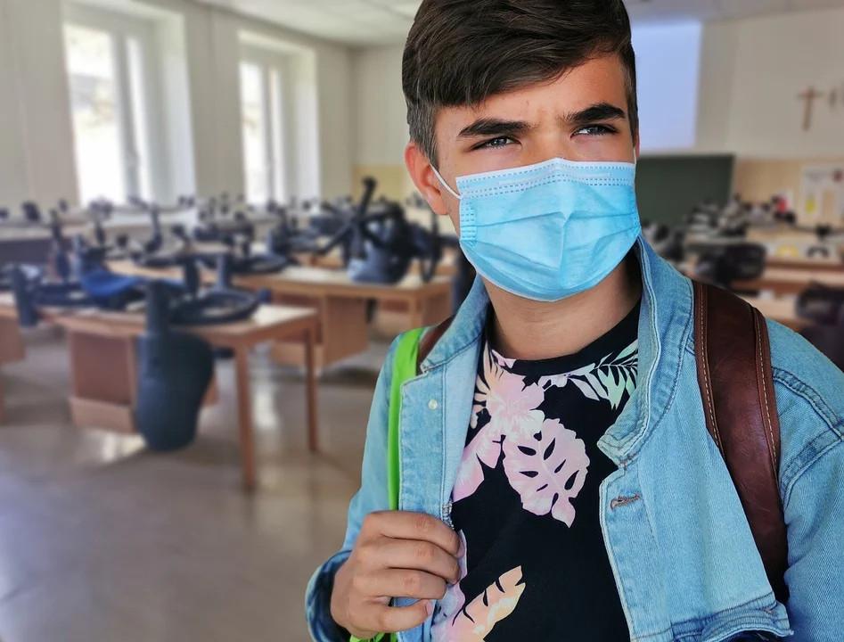 Niedzielski o szczepieniach uczniów: będziemy szukali kolejnych zachęt