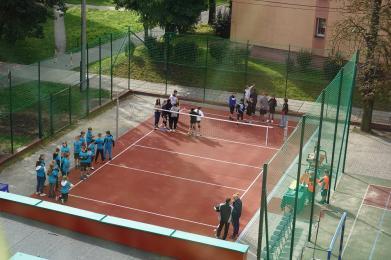 W Szkole Podstawowej nr 2 powstało nowe zewnętrzne boisko do siatkówki